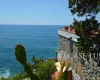 Villa in exclusive location directly on the cliff facing the sea