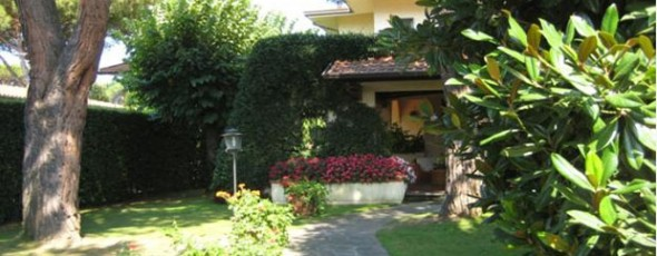 Villa with pool, 1 km from the sea