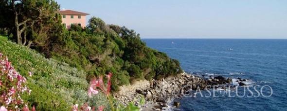 Appartamento con giardino privato in villa direttamente sul mare