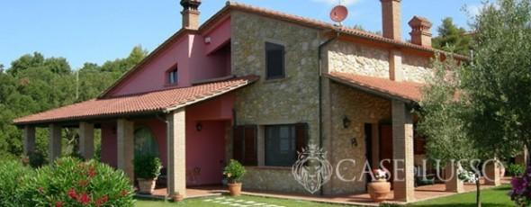 Bellissima villa con finiture rustiche vista mare case for Ville rustiche di lusso
