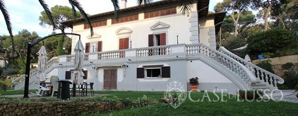 Ancient villa close to the sea