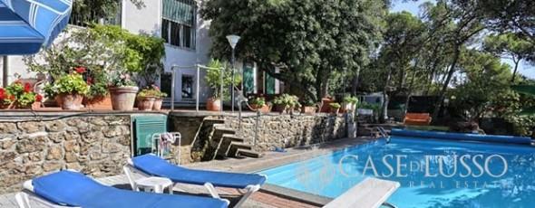 (it) Villa nel verde vista mare con piscina