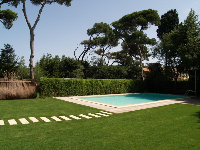 Villa moderna con eccellenti finiture vista mare case di - Villa moderna con piscina ...