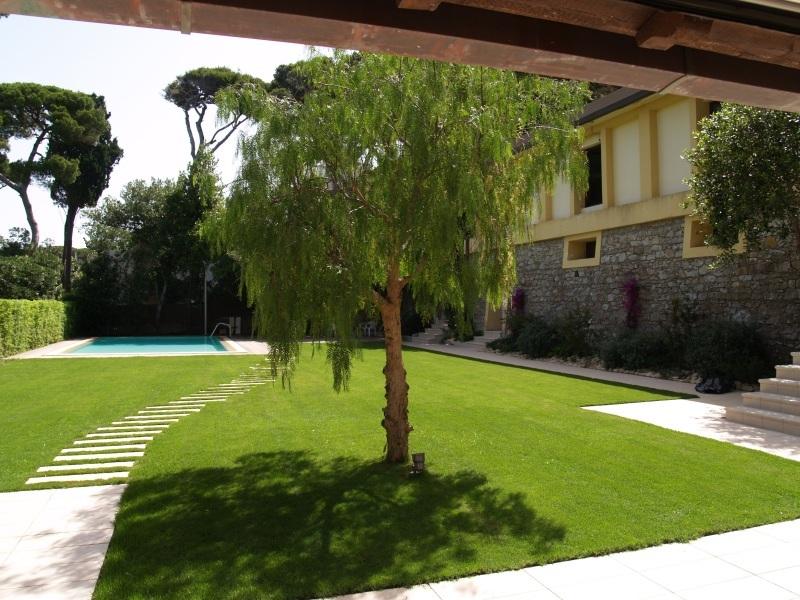 Villa moderna con eccellenti finiture vista mare case di for Giardino villa moderna