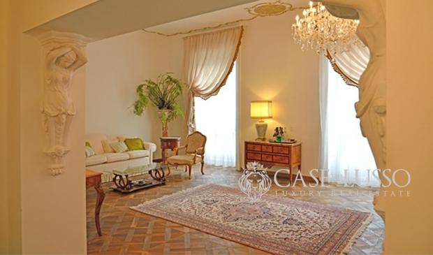 Appartamento case di for Case di lusso a milano