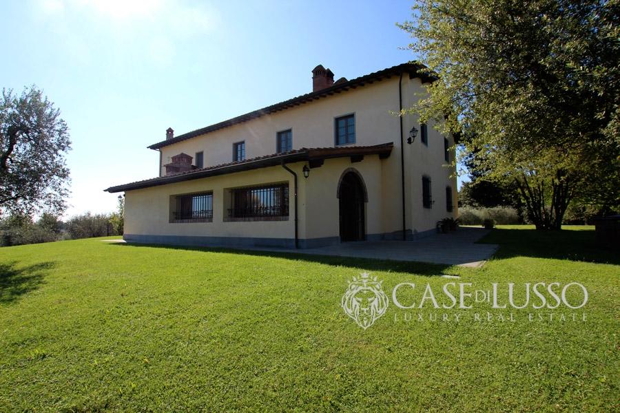 Villa di prestigio sulle colline toscane case di for Piccole case in stile toscano