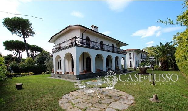 Complesso immobiliare case di for Piani di fattoria con portico
